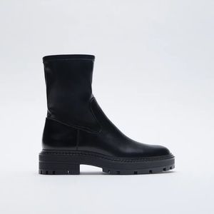 NWT. Zara Mid-Heel Ankle Boots. Size 8.